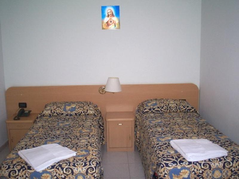 Casa per ferie delle religiose dei sacri cuori roma for Arredi sacri roma
